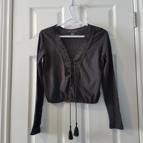 🌷3/$35 grey boho cropped v-neck blouse XS